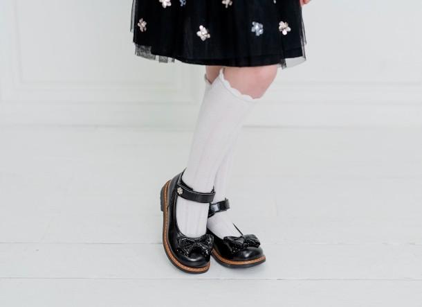 Девочка обута в детские туфли Woopy Orthopedic черные (5071) Фото 2