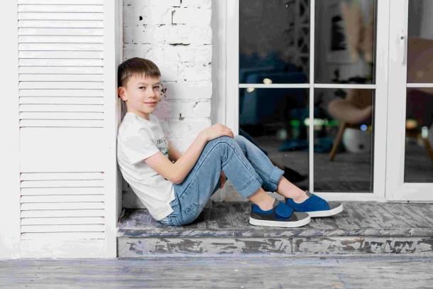 Мальчик обут в детские кеды Woopy Fashion серые (5075) Фото 1