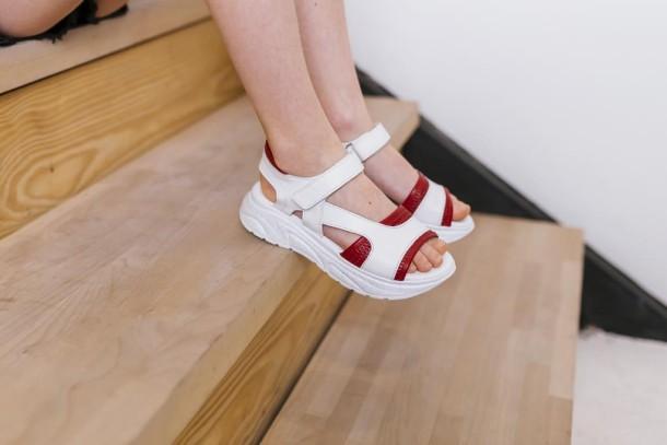 Девочка обута в детские босоножки Woopy Fashion белые (5087) Фото 1