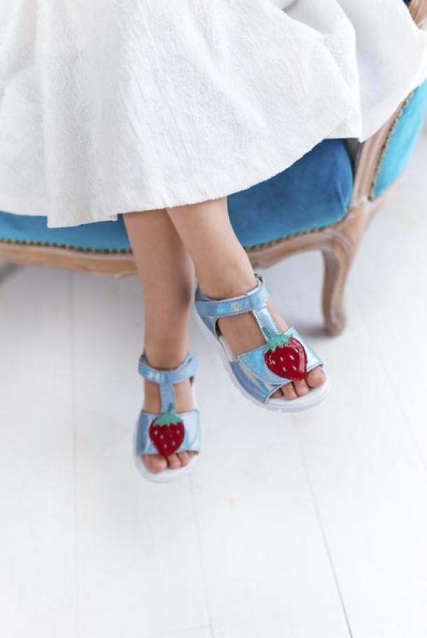 Девочка обута в детские босоножки Woopy Fashion голубые (5117) Фото 1