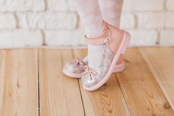 Девочка обута в детские туфли Woopy Orthopedic розовые (5119) Фото 2