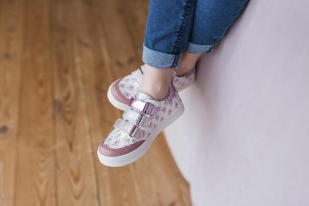 Девочка обута в детские кеды Woopy Fashion розовые (5121) Фото 1
