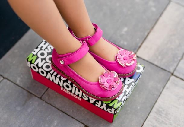 Девочка обута в детские туфли Woopy Orthopedic розовые (5127) Фото 1