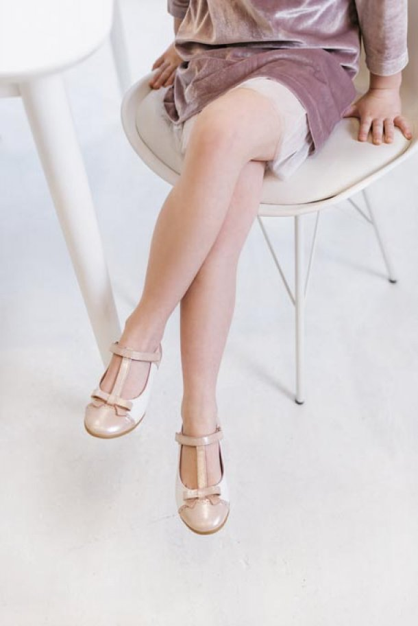 Девочка обута в детские туфли Woopy Fashion пудровые (5142) Фото 1