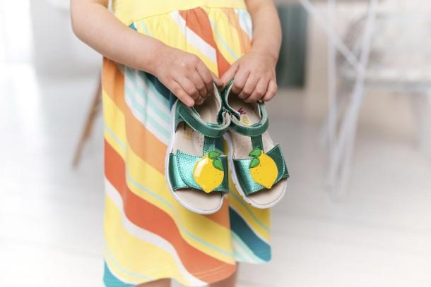 Девочка обута в детские босоножки Woopy Fashion зеленые (5145) Фото 1