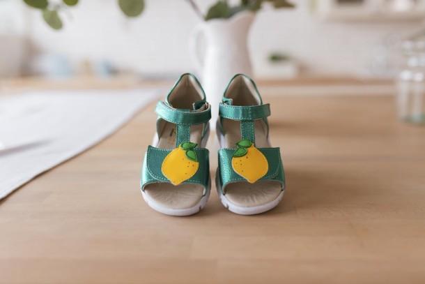 Девочка обута в детские босоножки Woopy Fashion зеленые (5145) Фото 2