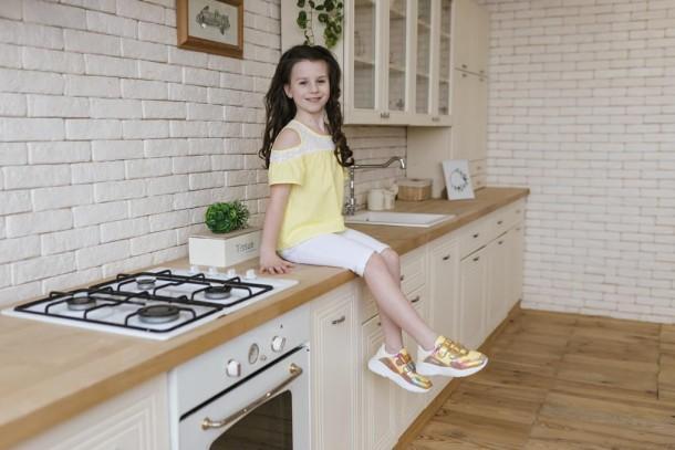 Девочка обута в детские кроссовки Woopy Fashion разноцветные (5151) Фото 2