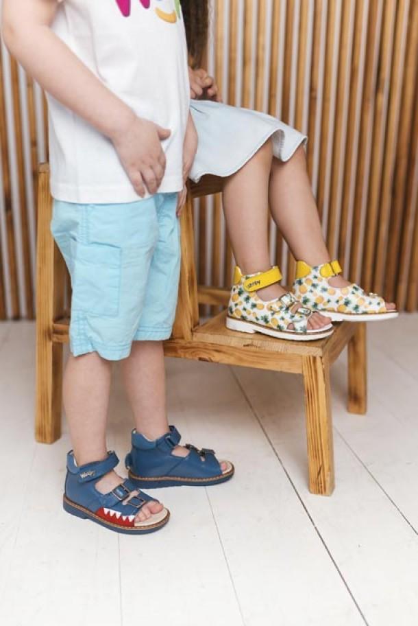 Мальчик обут в детские босоножки Woopy Orthopedic синие (5160) Фото 1