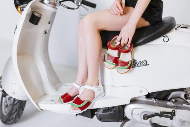 Девочка обута в детские босоножки Woopy Fashion белые,красные (5169) Фото 1