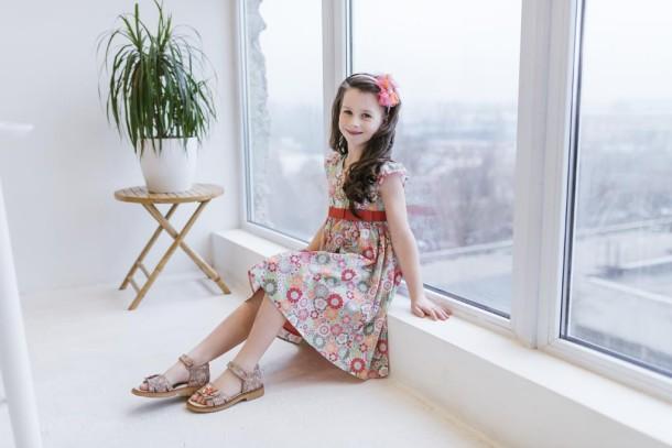 Девочка обута в детские босоножки Woopy Orthopedic разноцветные (5170) Фото 2