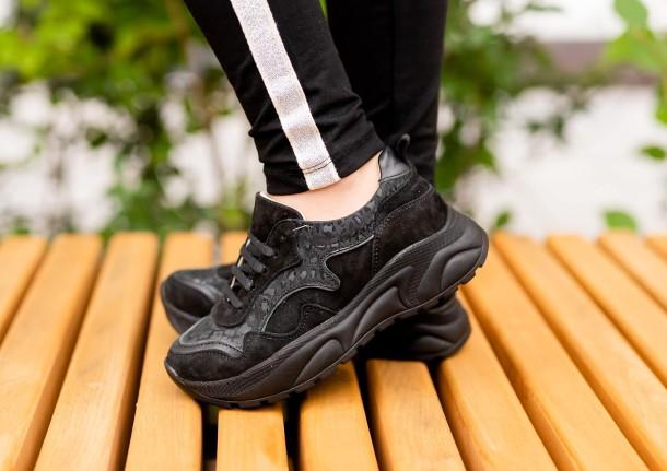 Девочка обута в детские кроссовки Woopy Fashion черные (5189) Фото 1