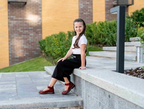 Девочка обута в детские туфли Woopy Orthopedic красные (7001) Фото 1