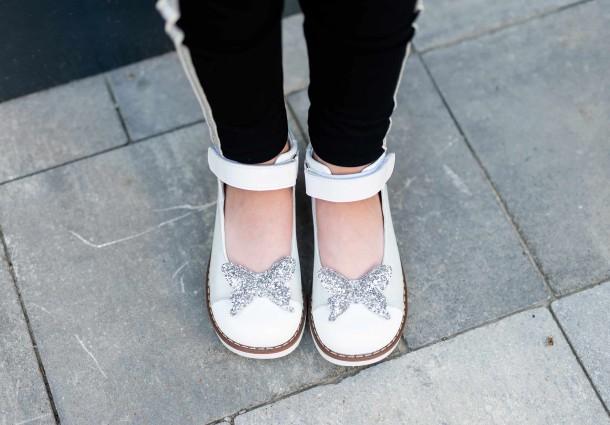 Девочка обута в детские туфли Woopy Orthopedic белые (7011) Фото 2
