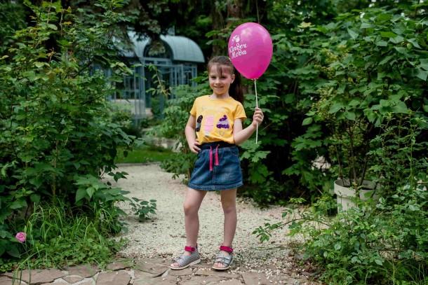 Девочка обута в детские босоножки Woopy Orthopedic разноцветные (7023) Фото 1