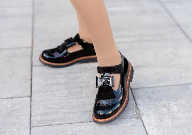 Девочка обута в детские туфли Woopy Orthopedic черные (7026) Фото 1