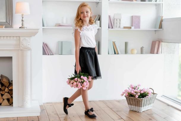 Девочка обута в детские туфли Woopy Orthopedic черные (7030) Фото 1