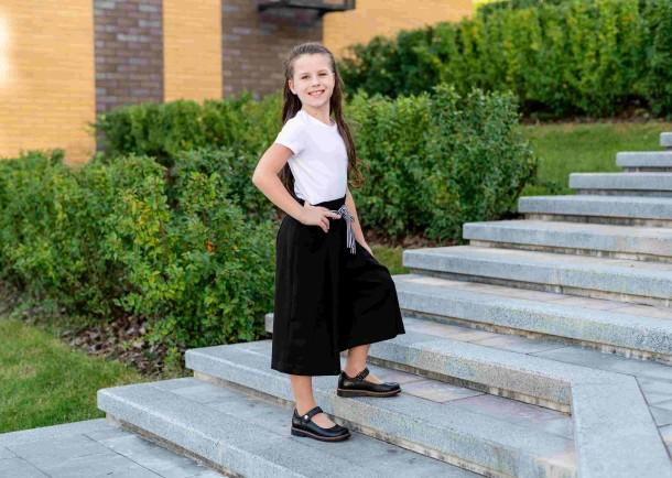 Девочка обута в детские туфли Woopy Orthopedic черные (7032) Фото 1