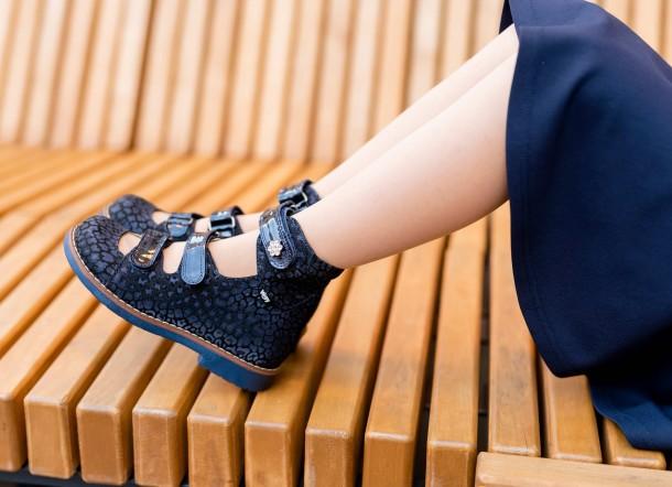 Девочка обута в детские ортопедические туфли (с высоким берцем) Woopy Orthopedic синие (7039) Фото 1