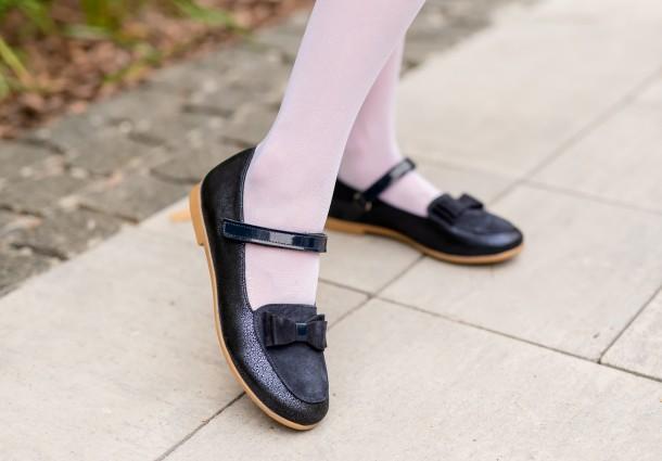 Девочка обута в детские туфли Woopy Fashion синие (7041) Фото 1