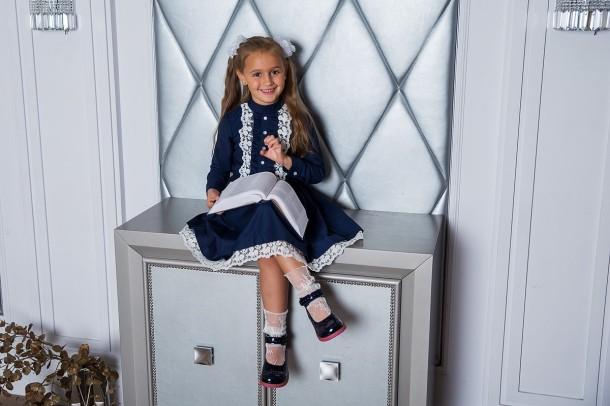 Девочка обута в детские туфли Woopy Orthopedic темно-синие (7071) Фото 2