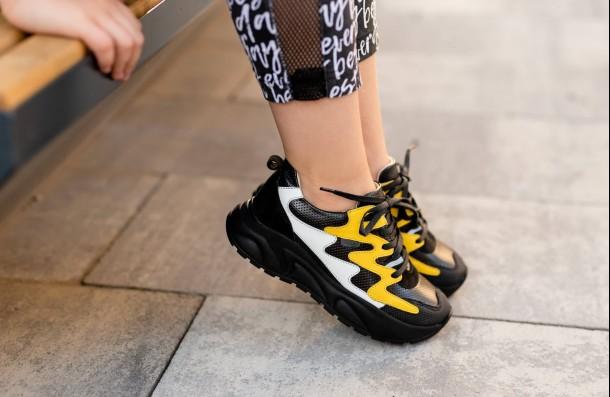 Девочка обута в детские кроссовки Woopy Fashion черные (7072) Фото 1