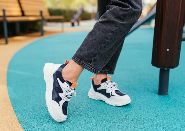 Девочка обута в детские кроссовки Woopy Fashion белые, синие (7075) Фото 1
