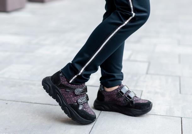 Девочка обута в детские кроссовки Woopy Fashion черные (7082) Фото 1
