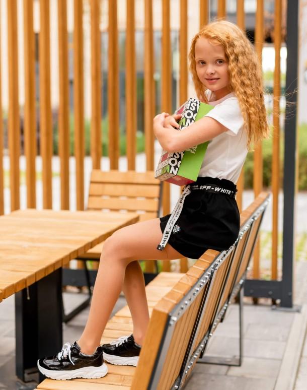 Девочка обута в детские кроссовки Woopy Fashion черные (7083) Фото 1