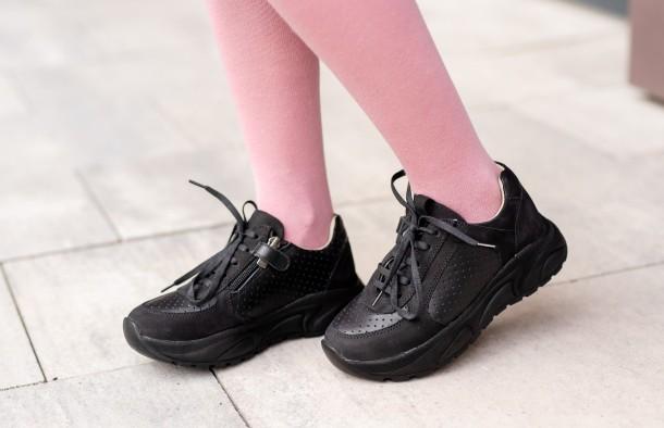 Девочка обута в детские кроссовки Woopy Fashion черные (7086) Фото 1