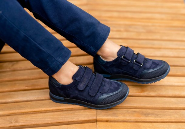 Мальчик обут в детские кроссовки Woopy Fashion синие (7088) Фото 1
