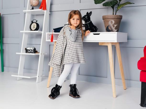 Девочка обута в детские демисезонные ботинки Woopy Orthopedic черные (7092) Фото 1