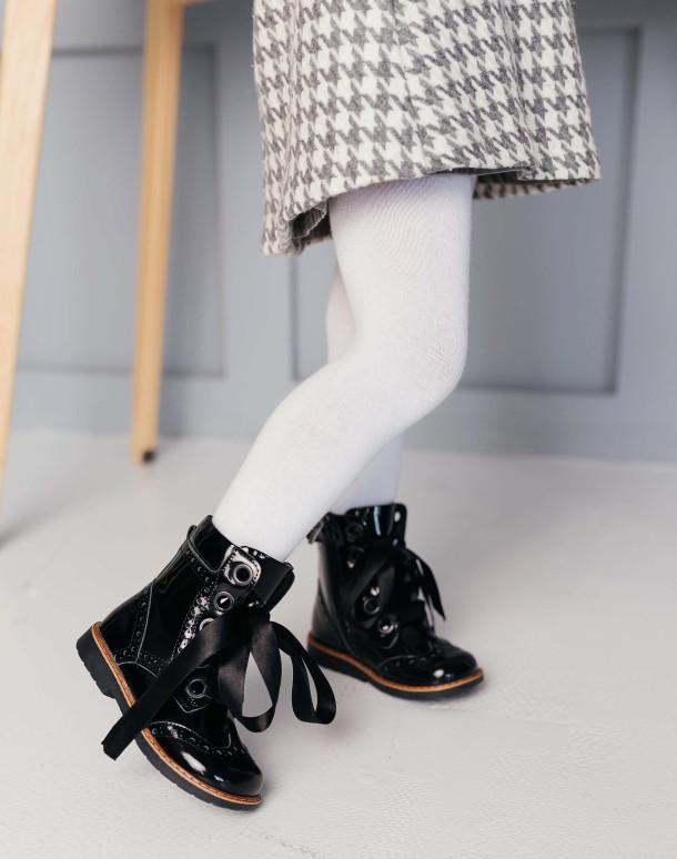 Девочка обута в детские демисезонные ботинки Woopy Orthopedic черные (7093) Фото 2