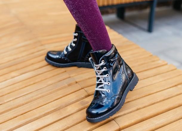 Девочка обута в детские демисезонные ботинки Woopy Orthopedic синие (7095) Фото 1