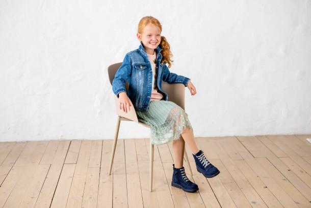 Девочка обута в детские демисезонные ботинки Woopy Fashion синие (7101) Фото 2