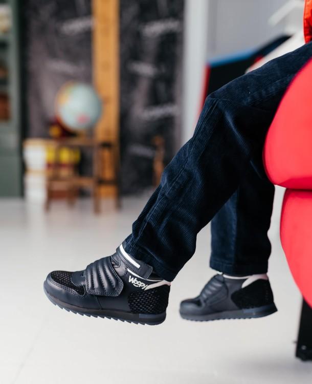 Мальчик обут в детские демисезонные ботинки Woopy Fashion синие (7120) Фото 1