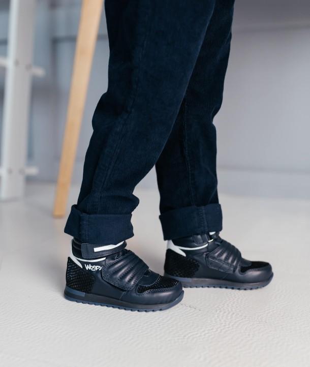 Мальчик обут в детские демисезонные ботинки Woopy Fashion синие (7120) Фото 2