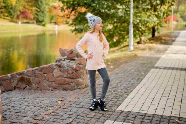 Девочка обута в детские демисезонные ботинки Woopy Fashion черные (7126) Фото 2