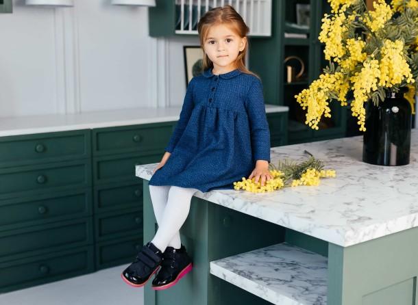 Девочка обута в детские демисезонные ботинки Woopy Orthopedic синие (7132) Фото 1