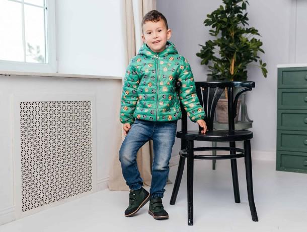Мальчик обут в детские демисезонные ботинки Woopy Orthopedic зеленые (7139) Фото 1