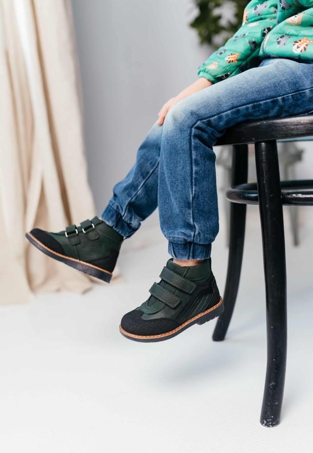 Мальчик обут в детские демисезонные ботинки Woopy Orthopedic зеленые (7139) Фото 2