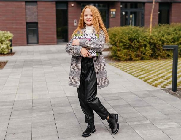 Девочка обута в детские демисезонные ботинки Woopy Fashion черные (7142) Фото 2