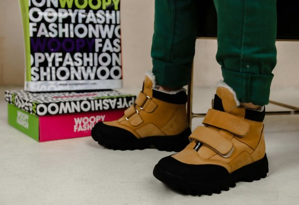 Девочка обута в детские зимние ботинки на шерсти Woopy Orthopedic рыжие (7168) Фото 1