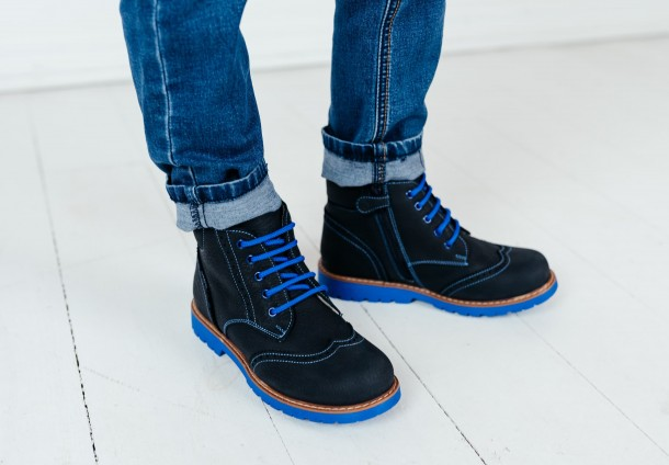 Мальчик обут в детские демисезонные ботинки Woopy Orthopedic синие (7180) Фото 1