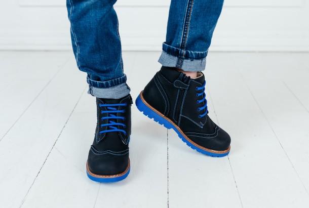 Мальчик обут в детские демисезонные ботинки Woopy Orthopedic синие (7180) Фото 2