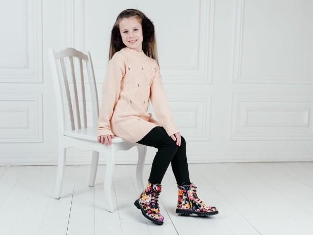 Девочка обута в детские демисезонные ботинки Woopy Orthopedic разноцветные (7188) Фото 2