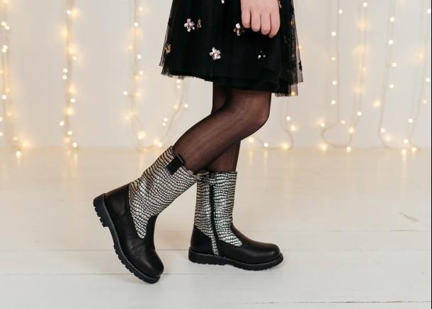 Девочка обута в детские зимние сапоги на меху Woopy Orthopedic черные (7192) Фото 1