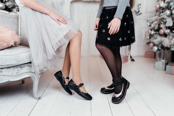 Девочка обута в детские туфли Woopy Fashion черные (7208) Фото 1