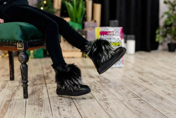 Девочка обута в детские зимние ботинки на меху Woopy Fashion черные (7210) Фото 1
