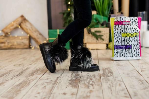 Девочка обута в детские зимние ботинки на меху Woopy Fashion черные (7210) Фото 2