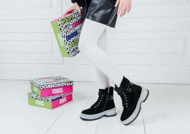 Девочка обута в детские зимние ботинки на меху Woopy Fashion черные (7216) Фото 1